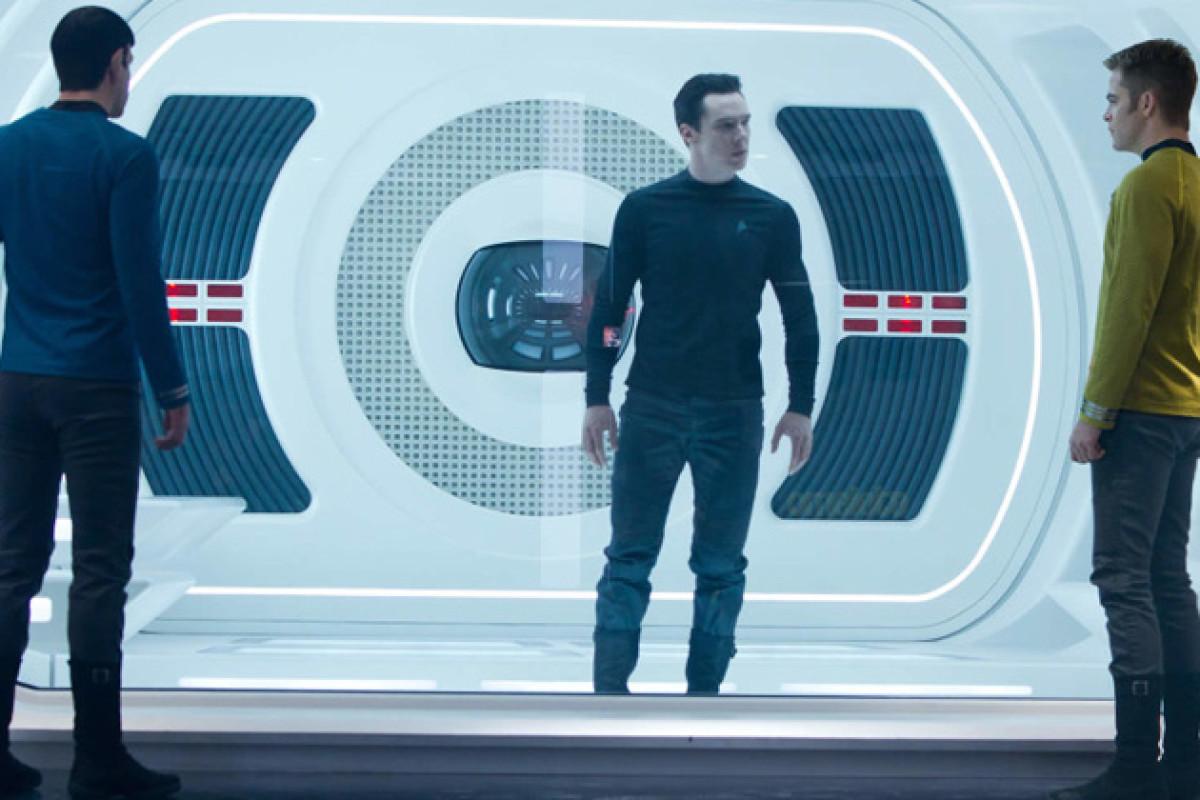 Além da Escuridão – Star Trek (2013)